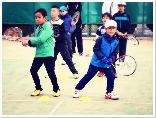 今はじめるならテニス! ITCテニススクールで春から一緒に始めよう。