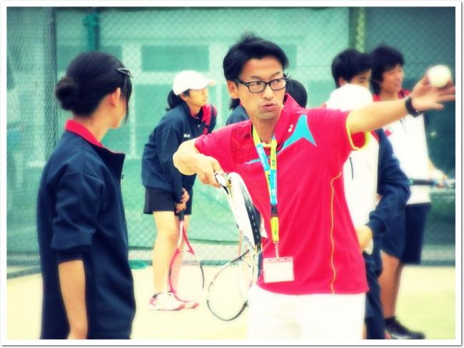 日本実業団リーグ元選手 真砂 淳ゼネラルコーチが、ソフトテニスを楽しみながら上達する極意を伝授。