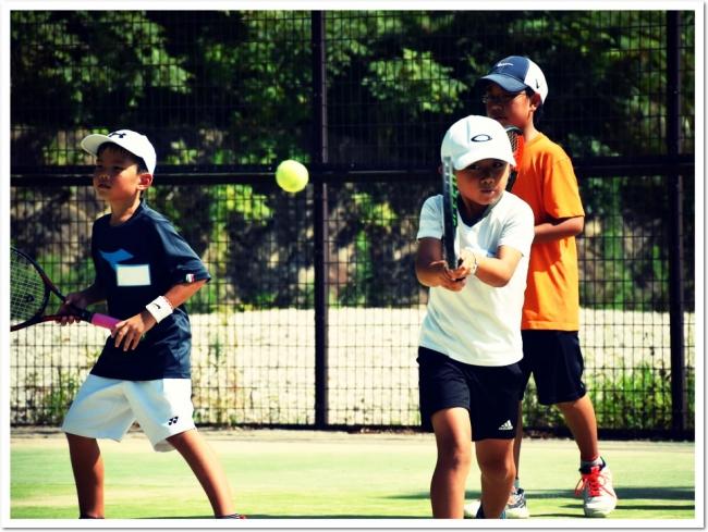 日本人選手の活躍に刺激を受け、たくさんの子どもたちがテニスで互いを高めあっています。