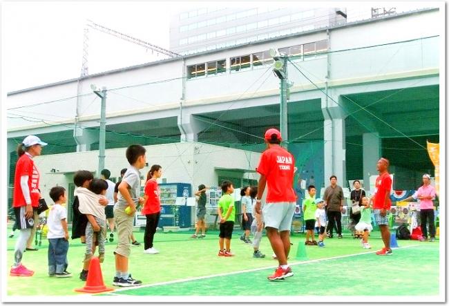 JR弁天町駅すぐの「べんてんひろば」にITCテニススクールが開校