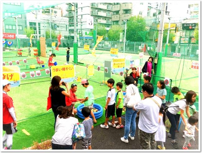 はじめてのテニスの日記念イベントは、終日たくさんの人でにぎわいました。