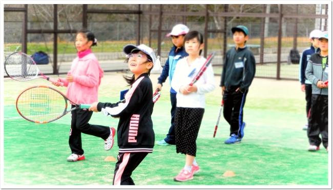 スポーツを通じた身体と心の育成。ITCテニススクールがジュニアプログラム。