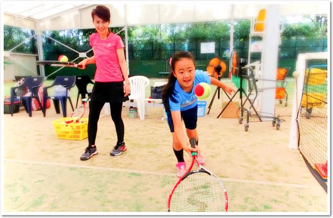 お父さんお母さんと一緒だから楽しい! ITCのなかよし親子テニス体験会