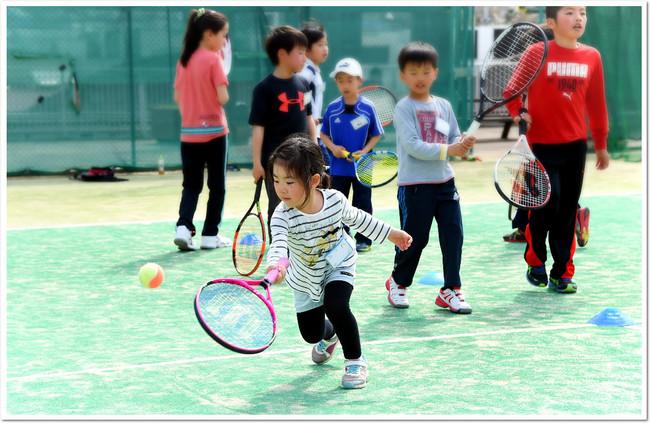 夏休みならではの特別プログラム 好評「こども短期テニス教室」
