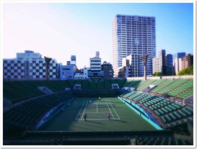 数々の熱戦の舞台となった、  靱テニスセンター センターコート。  日々競技にまい進するプレーヤ憧れの聖地。
