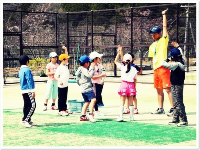 テニスを通じた健全な心と体の育成―ITCジュニアクラブ