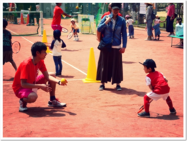 コーチと一緒なら大丈夫。はじめてテニス体験会!