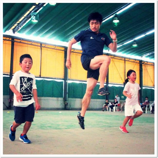 テニスコートを駆け抜けろ!ITC神戸でかけっこ教室好評開催
