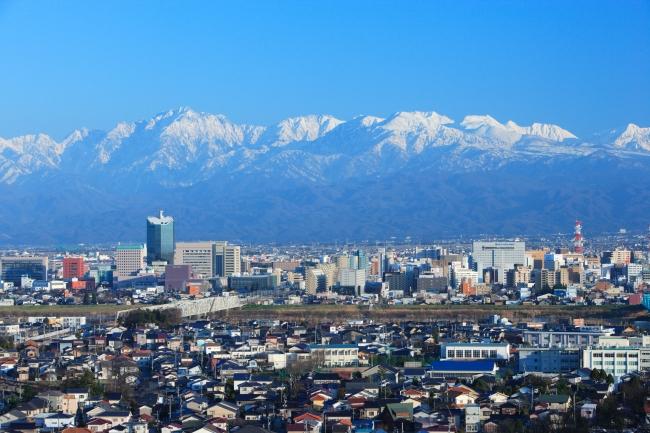 富山市中心部から望む立山連峰