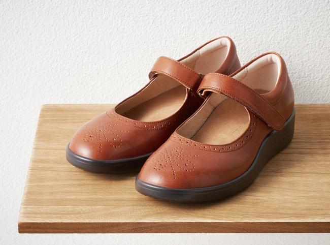 「中山靴店」婦人靴26,000 円+税、インソール15,000 円+税~