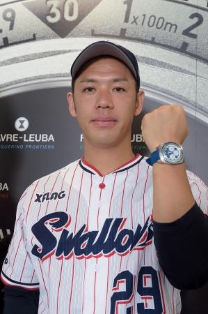 小川泰弘投手は、レイダー・シースカイのストラップを、自分の好みに合わせて変更して使用。