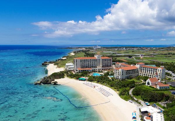 【オークラ ニッコー ホテルズ】 冬の沖縄 アクティビティ体験の魅力に関するご提案―ホエールウォッチング、サンセット