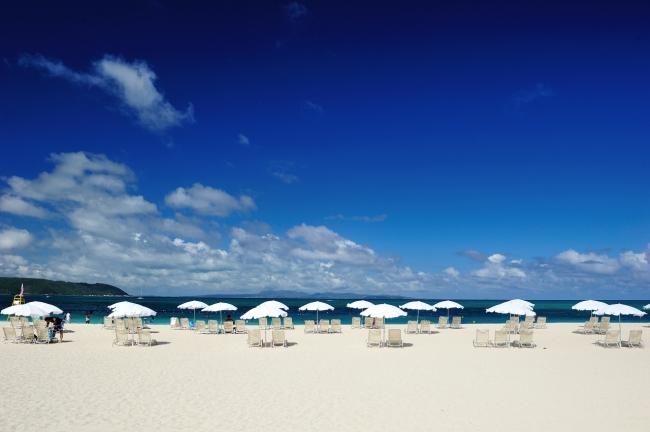 1kmに渡る天然の白砂が魅力のプライベートビーチ