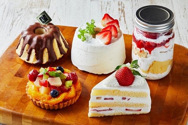 12月のおすすめケーキ 左後ろから、  クグロフ、  いちごのシフォンケーキ、  いちごパフェ、  左前から季節のフルーツタルト、  いちごのショートケーキ