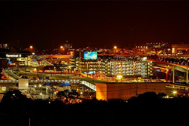 ホテル最上階から望む成田空港の夜景