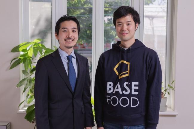 【写真】左から、ベースフードの顧問に就任した津川友介氏、当社代表取締役 橋本舜