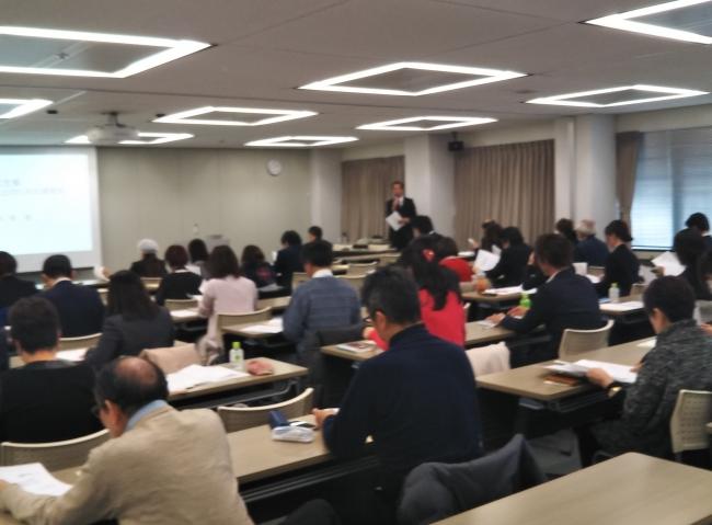 熱心に聴講する参加者の様子(大阪会場)