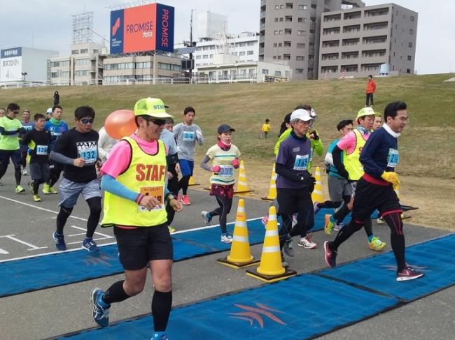 ペースランナーとともに走る参加者(前回大会から)