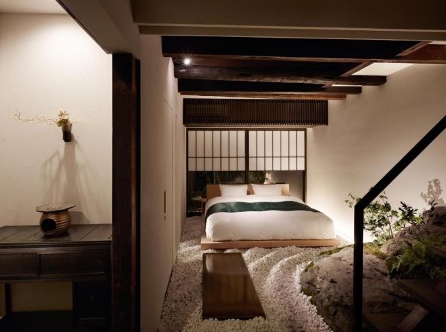 <枯山水庭園を模した空間が広がる主寝室>