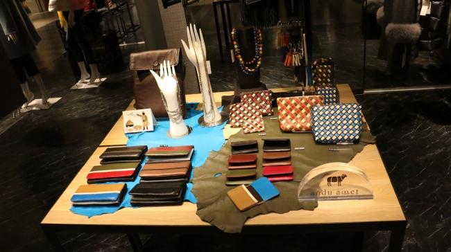 新製品の財布、名刺ケース