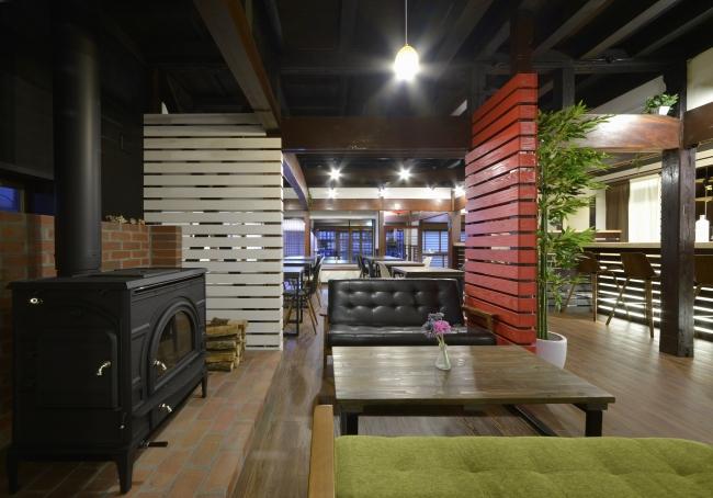 ゲストハウス1階にあるカフェ兼ダイニングバー