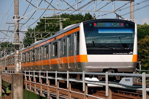 大気汚染や渋滞の解決策として世界的に需要拡大中の鉄道