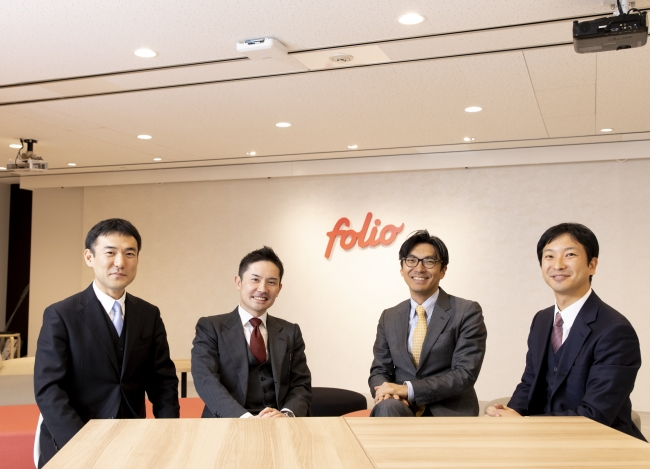 ※写真左より、小林氏、FOLIO甲斐、村上氏、朝倉氏