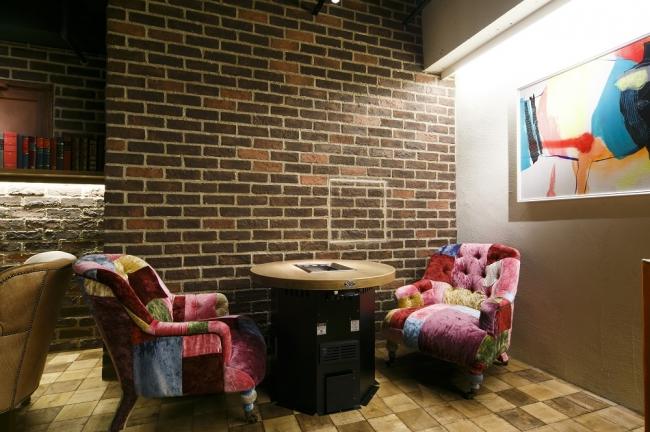 デザイン性の高いソファー席