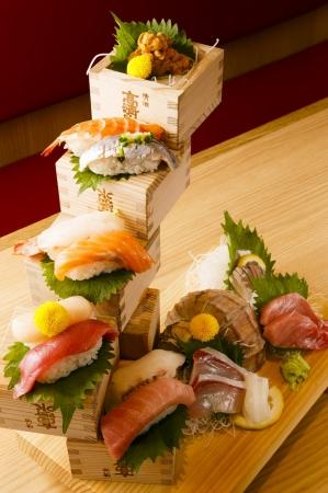 握り寿司と新鮮刺身の盛り合わせ
