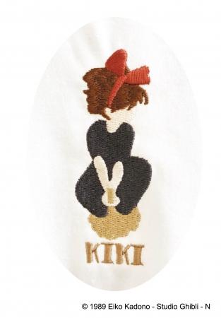 胸元にはキキのワンポイント刺繍が。