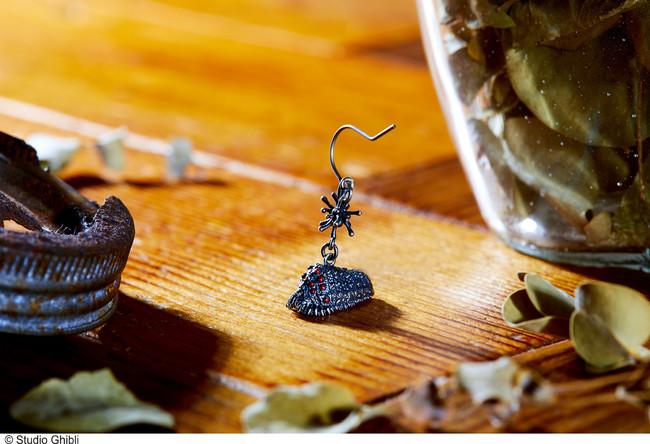 ※画像は「ピアス 王蟲 レッド」です