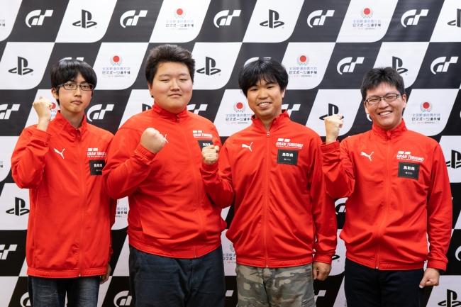 左から、鳥取県 少年の部・1位の伊藤光希選手、2位の生田翔悟選手。一般の部・1位の荻原慧選手、2位の富樫涼選手。