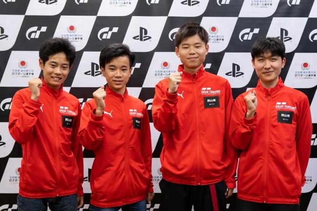 左から、岡山県 少年の部・1位の浪井楓選手、2位の石水優夢選手。一般の部・1位の奥本博志選手、2位の吉實隼稀選手。