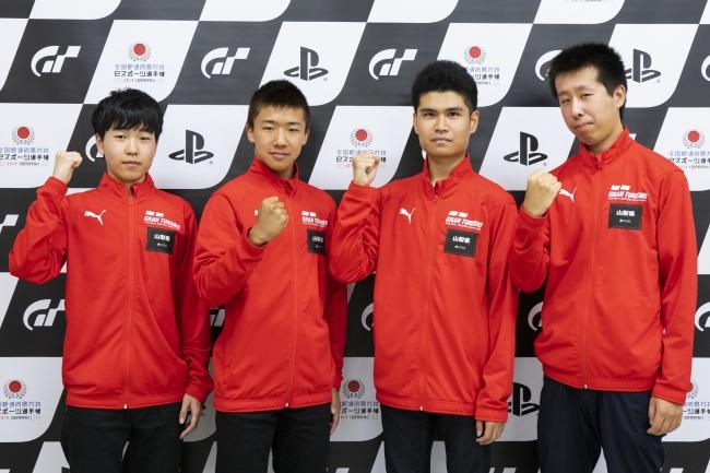 左から、山梨県 少年の部・1位の幡野宏貴選手、2位の木内秀柾選手。一般の部・1位の山本一郎選手、2位の小俣淳選手
