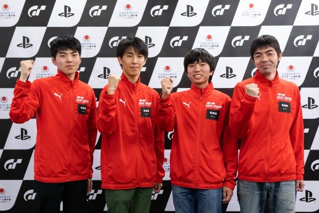 左から、青森県 少年の部・1位の高松大地選手、2位の沖野裕哉選手。一般の部・1位の長内宏樹選手、2位の細谷敦選手。