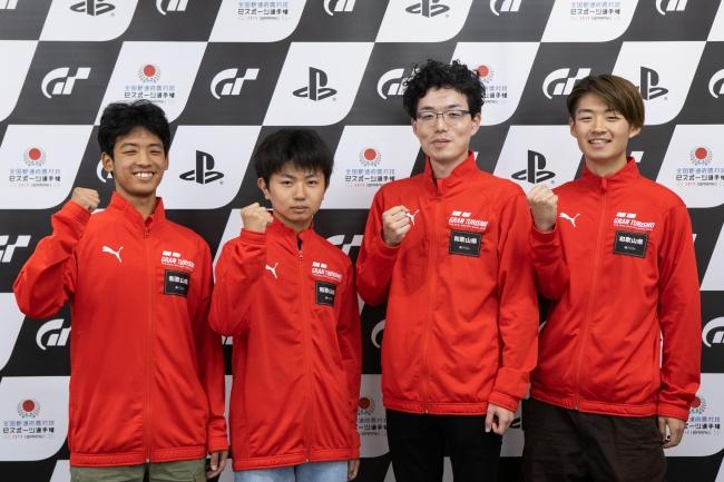 左から、和歌山県 少年の部・1位の瀧本諒選手、2位の片木翔太郎選手。一般の部・1位の新山太嘉選手、2位の神前玲武選手。