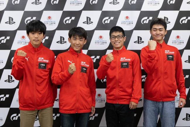 左から、大阪府 少年の部・1位の神藤巧磨選手、2位の伊賀涼太選手。一般の部・1位の今村駿佑選手、2位の小山天太選手。