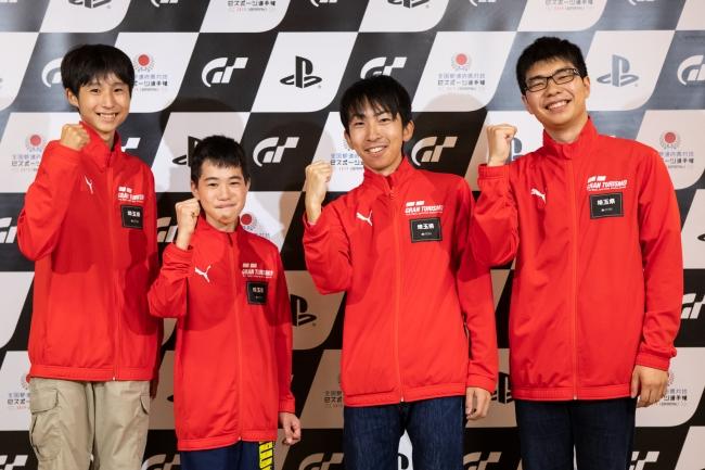 左から、埼玉県 少年の部・1位の嶋田吉輝選手、2位の渡邉俊午選手。一般の部・1位の菅原達也選手、2位の濱田雄介選手。