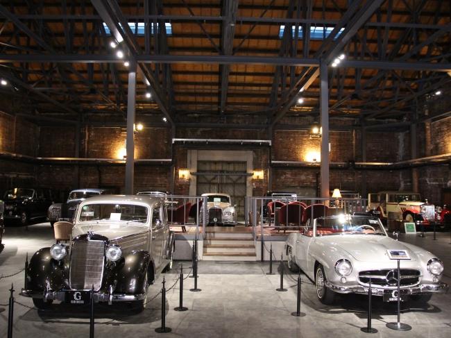 世界中から集められたクラシックカーが常時150台ほど展示