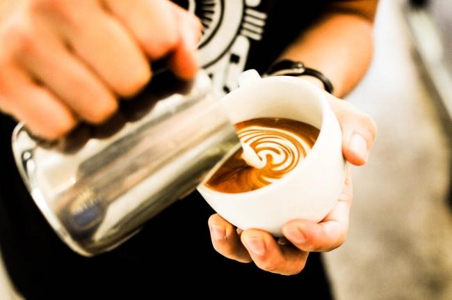 バリスタが淹れるこだわりのコーヒーにリピーターも続出。  パフェと併せていかがでしょうか。
