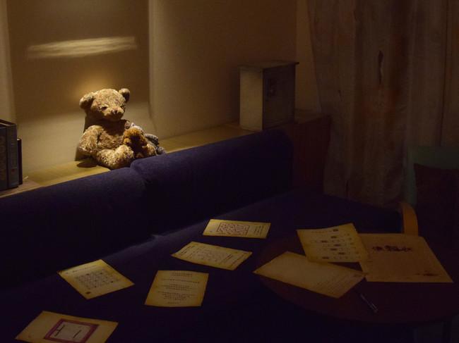 ※部屋には謎解きキットが用意されている。 (イメージ)
