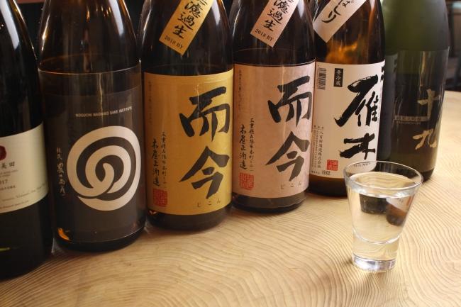 日本酒は珍しいもの、プレミアムなものなど厳選して仕入れてます。