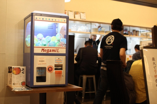 店頭にある千円ガチャでコインを購入できます。