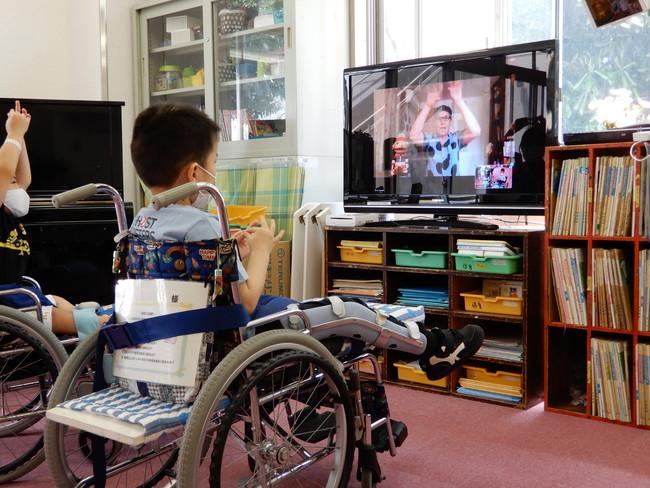 神奈川県立こども医療センターでシャイン・オン!コネクションズに参加するお子さん達