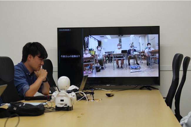 横浜市立大学附属病院に向けて昭和精工内からアスリードの武政共同代表が職場見学前のワークショップを行う