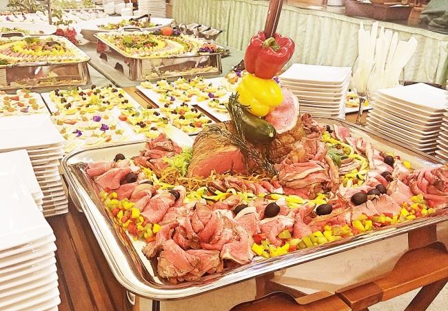 ▲立食ビュッフェの料理一例