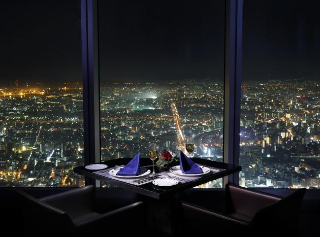 地上約270mからの夜景もスペシャルな時間を演出