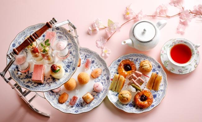 いちごと桜のアフタヌーンティーセット(写真は2名様分)