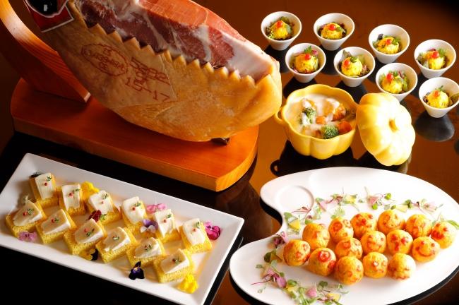 かぼちゃのパンとチーズのカナッペ、プチオムライスなど