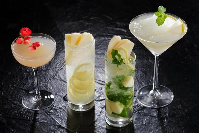 (写真左から)梨のショートカクテル、洋梨とレモンのスカッシュ、洋梨のモヒート、梨のフローズンカクテル